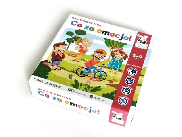 na zdjęciu pudełko gry co za emocje z rysunkiem dzieci