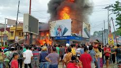 Diduga Kompor Meledak, 5 Bangunan Toko di Gunungsitoli Dilalap Api.