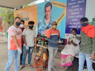लॉकडाउन के तीसरे दिन सक्रिय दिखा समाज सेवी संगठन दीन दुखियों गरीबों को खाने के पैकेट वितरित किए