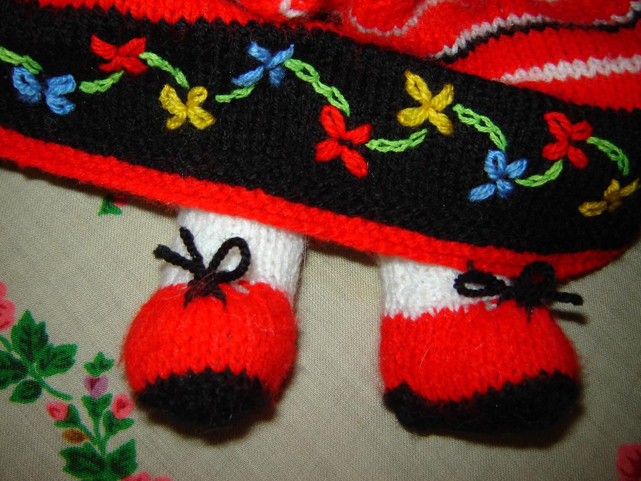 мир рукоделия мамы клары оформляем куклу вышивка по вязаному