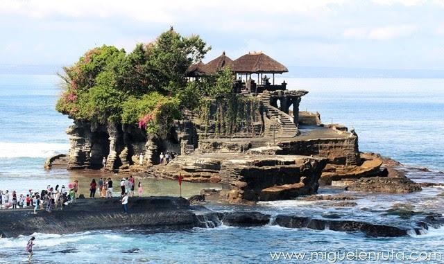 Templo-de-la-tierra-en-el-mar-Bali
