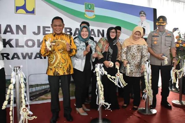 Eka Supria Atmaja bersama Cellica Nurrachadiana Resmikan Jembatan Pebayuran - Rengasdengklok