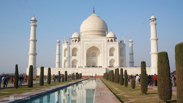 What makes the Taj Mahal become a world masterpiece