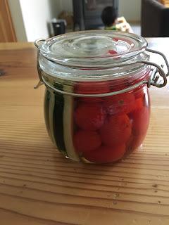 トマトとキュウリのピクルス
