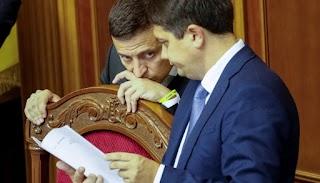"""""""Останнє слово за Зеленським"""": Разумков підписав скандальний закон. До чого готуватися українцям"""