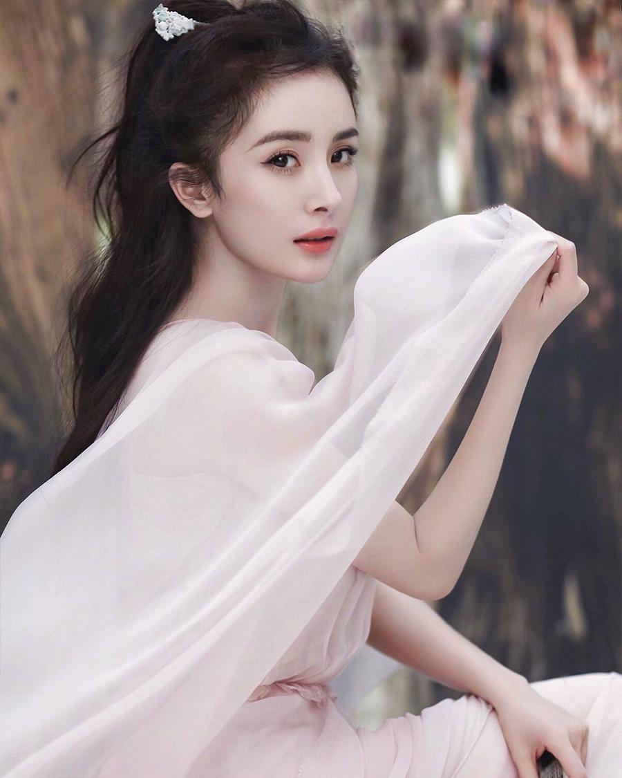 Yang Mi model dan artis cantik dan manis mirip Peri