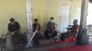 Sambangi Warga Binaannya Kampung Amputtang Bhabinkamtibmas Himbau Protokol Kesehatan