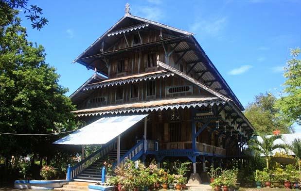 semakin populer dengan wisata baharinya Rumah Adat Sulawesi Tenggara dan Penjelasannya
