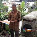 Tidak Punya Rumah, Dua Pemulung Ini Bermukim di Pinggir Jembatan Sungai Cibandung