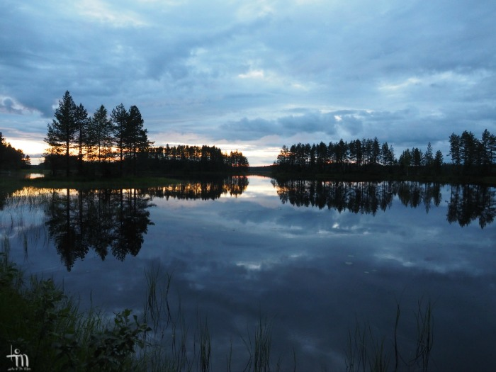 aurinko laskee Rauanjärvellä Pohjois-Karjalassa