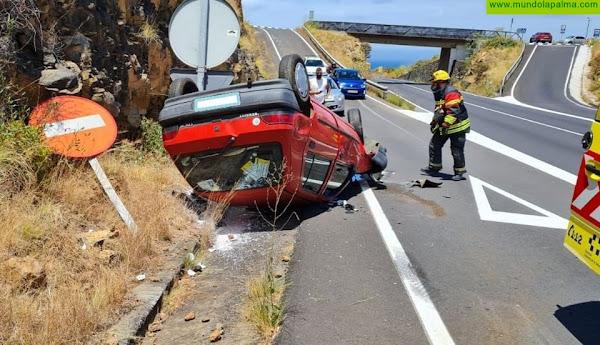Vuelco ayer de un vehículo en Breña Alta