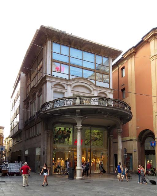 H&M store, Palazzina Milani, Via dell'Indipendenza, Bologna