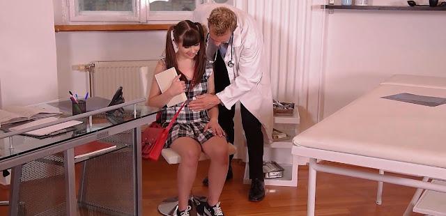Доктор и молодая пациентка в студенческой больнице, секс-видеоДоктор и молодая пациентка в студенческой больнице, секс-видео