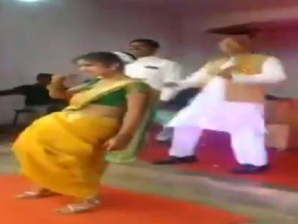 NCP MP Madhukar Kukde shakes a leg with girl students during school function in Bhandara, New Delhi, News, Politics, Social Network, Video, Dance, NCP, National