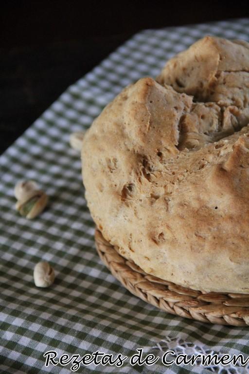 Pan con pistachos