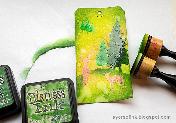 Layers of ink - Spring Forest Inky Tag Tutorial by Anna-Karin Evaldsson. Ink with more Distress Ink.