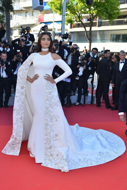 Actress, @ Sonam Kapoor At 'from The Land Of The Moon' Photocall At 2016 Cannes Film Festival