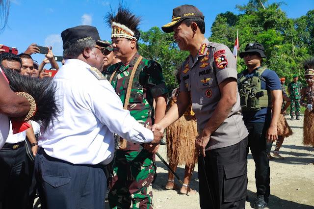 Tokoh Adat Suku Kamoro Serahkan Lahan Pembangunan Kogabwilhan III Ke Panglima TNI