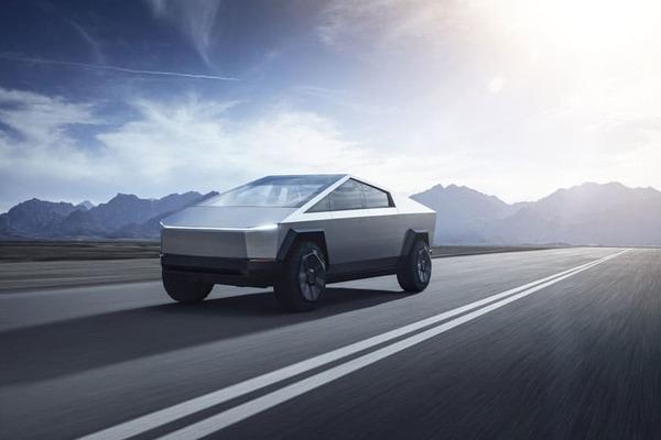 أول فيديو لسيارة تيسﻻ Cybertruck في اختبار واقعي