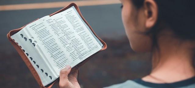 Nuevas investigaciones arrojan que la lectura de la Biblia reduce la depresión y la ansiedad