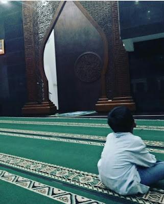 Masjid Al-muttaqun di depan komplek candi prambanan