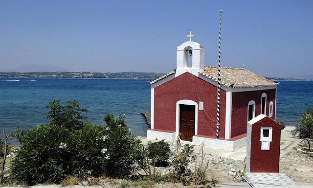 Το πανέμορφο κόκκινο εκκλησάκι της Ανάστασης στις Σπέτσες