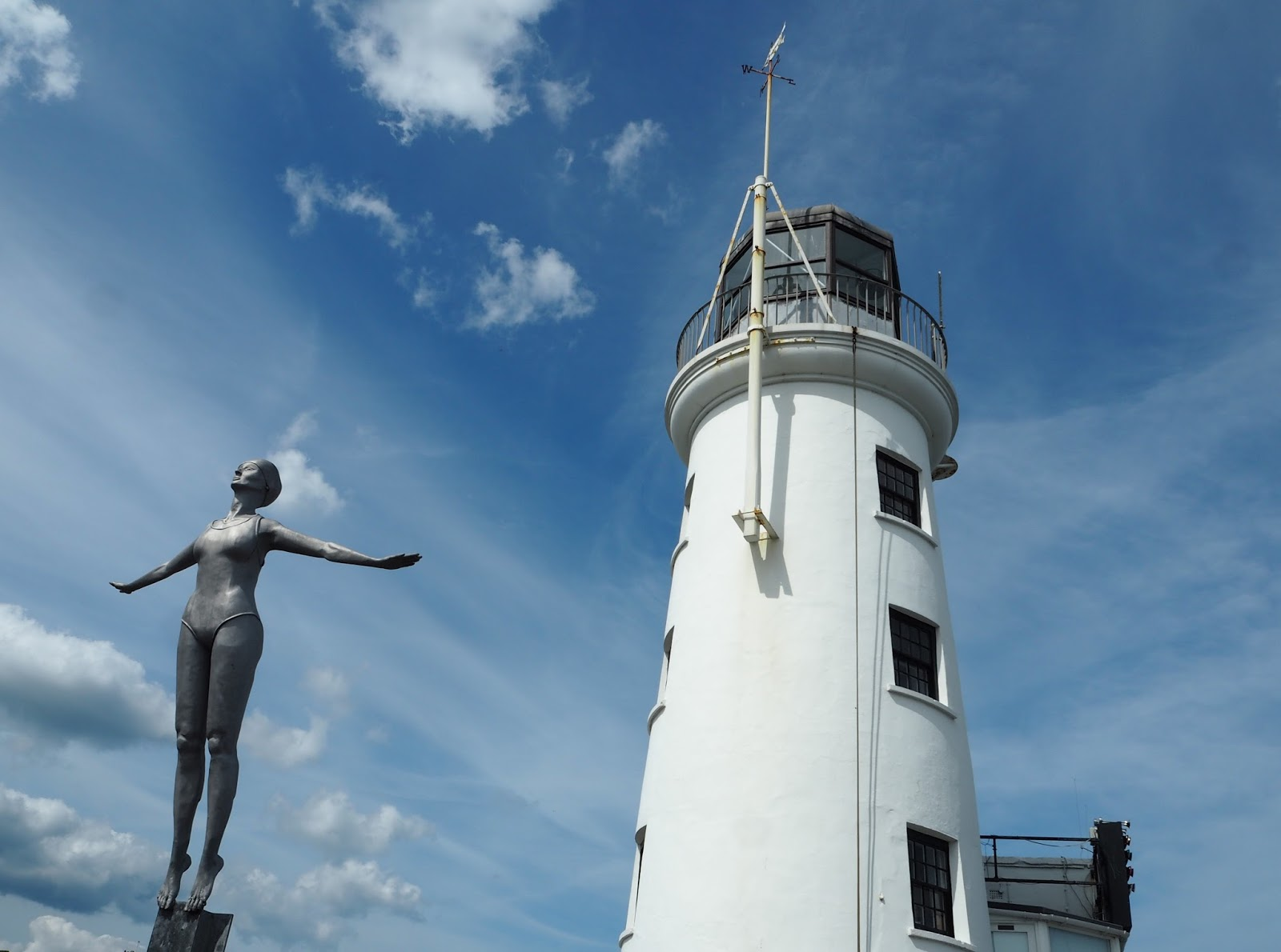 Diving Belle, statue, sculpture Vincents Pier, white lighthouse South Bay, Scarborough
