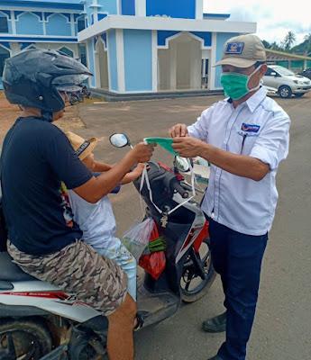 FOTO: NasDem - BMB Berbagi Masker dan Semprotkan Desinfektan