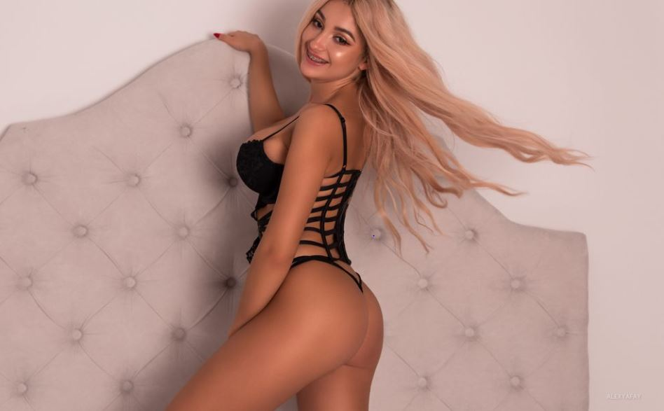 https://www.glamourcams.live/chat/AlexyaFay