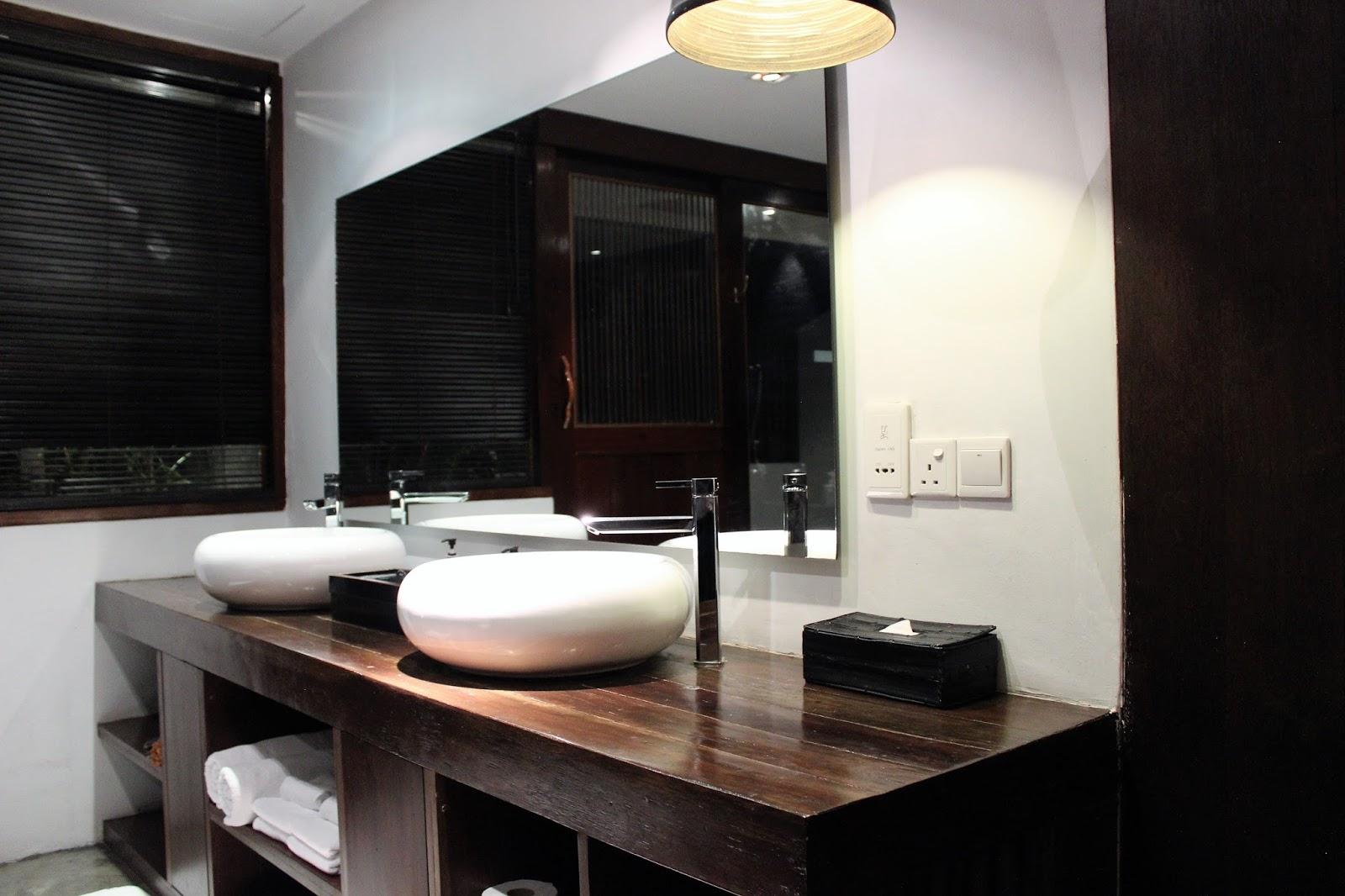 Travel on a Cloud: Villa Samadhi – romantiskt hotell i Kuala Lumpur : bubbelbadkar hörn : Badkar