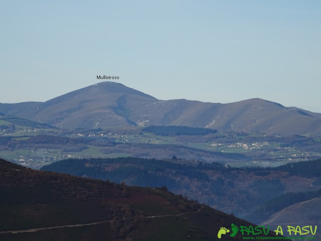 Dolmen de Merillés: Vista del Mulleiroso