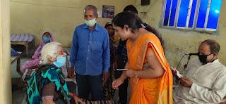 बुजुर्गों से बातचीत कर कुलपति ने साझा किया उनका दुःख दर्द | #NayaSaberaNetwork