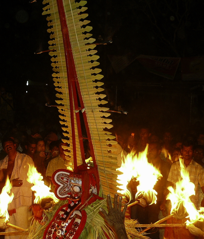 theyyam de nuit kannur kerala