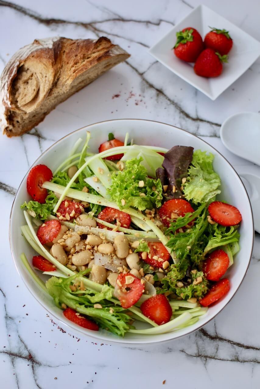 Bohnensalat mit Erdbeeren und Sellerie