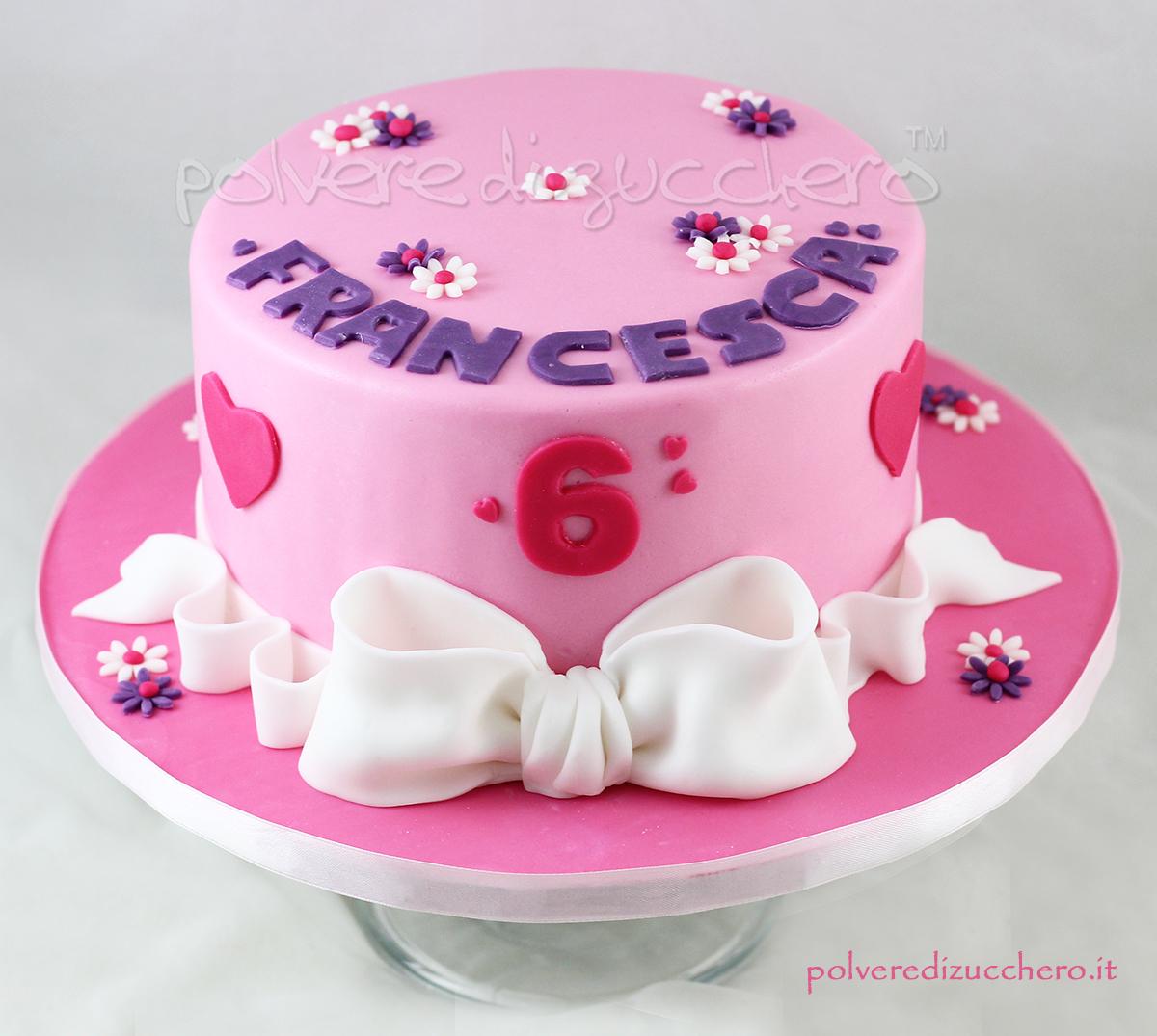 torta decorata cake design romantica cuori rosa lilla pasta di zucchero fiocco polvere di zucchero