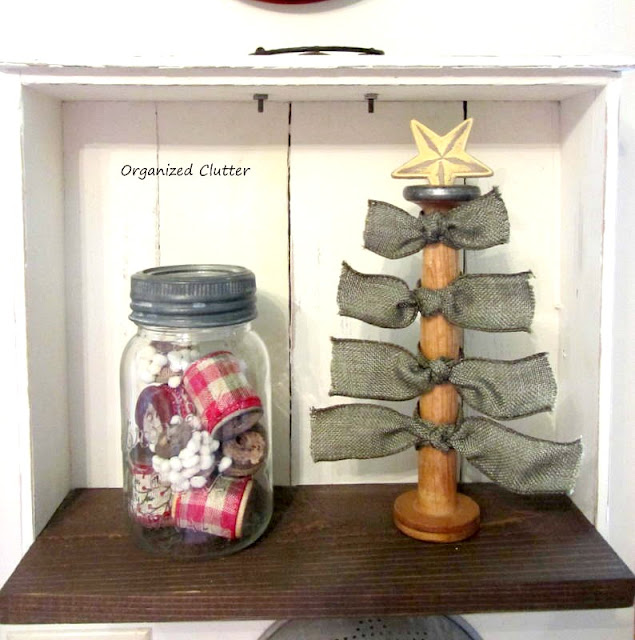 A Spool Christmas Tree #usewhatyouhave #spooldecor #Christmasdecor #repurpose