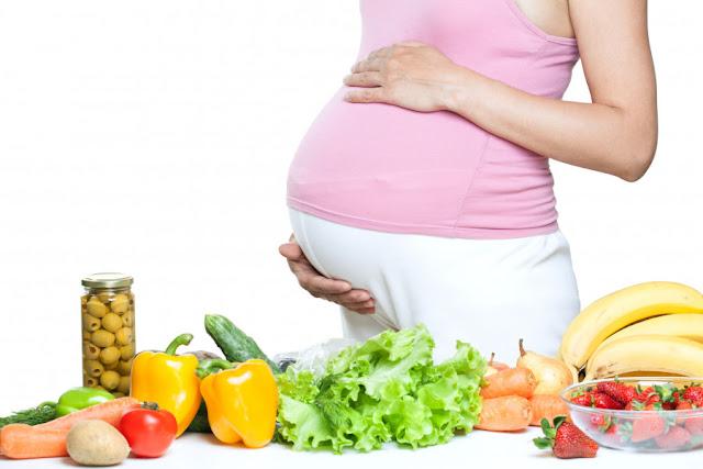 8 Pantangan Bagi Ibu Hamil yang Wajib Diketahui