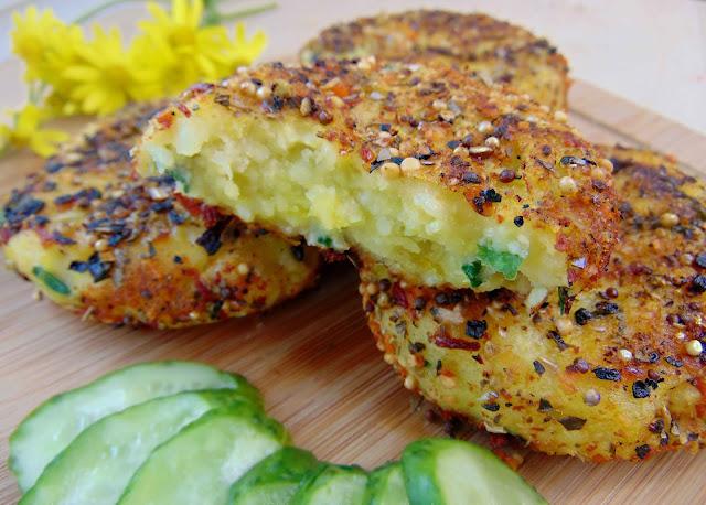 Pikantne kotlety ziemniaczano-jaglane ze szczypiorkiem