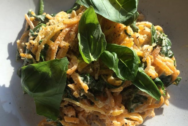 Creamy Spinach Sweet Potato Noodles with Cashew Sauce #vegetarian #healthy