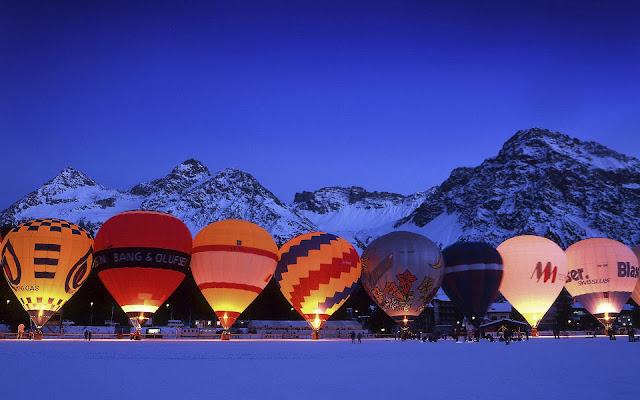 Veel luchtballonnen op een rij
