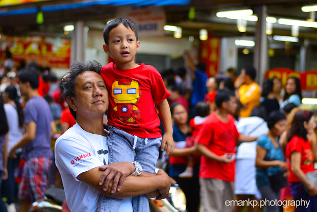 CHINATOWN PHOTOWALK 2016: Boy in father's shoulders