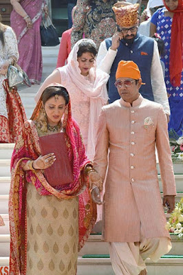anoop-soni-and-juhi-babbar-at-the-wedding-venue