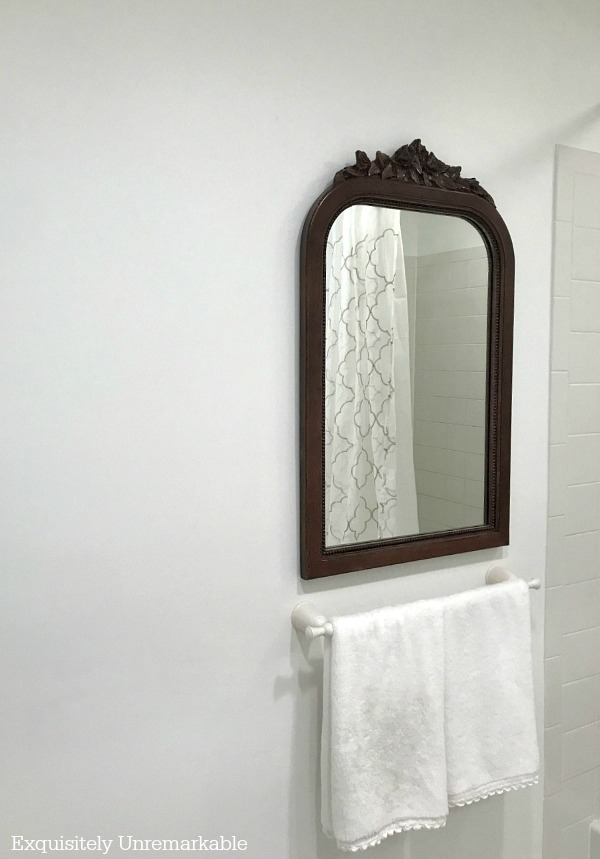 Cottage Style Bathroom White Wall