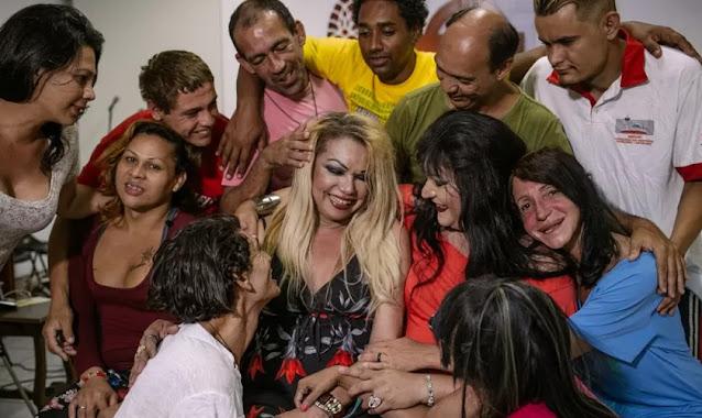 Primeira igreja trans é criada no Brasil por 'pastora' transgênero