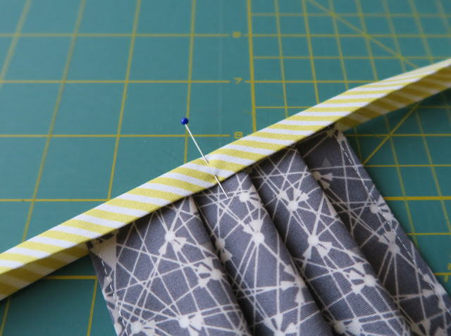 Luna Lovequilts - Fabric mask tutorial - Attaching the ties