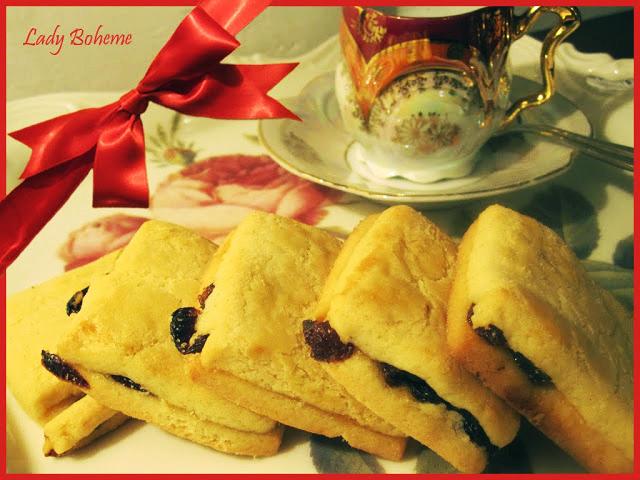 hiperica di lady boheme blog di cucina, ricette facili e veloci. Ricetta biscotti con uvetta