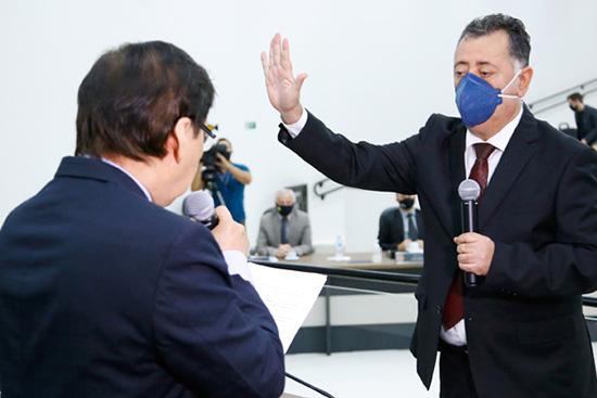 Luiz Pereira toma posse na Câmara de Maringá. Café com Jornalista