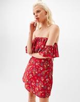 https://www.bershka.com/pl/kobieta/odzie%C5%BC/sukienki/kr%C3%B3tka-sukienka-w-kwiaty-z-dekoltem-ods%C5%82aniaj%C4%85cym-ramiona-c1010193213p101097856.html?colorId=122