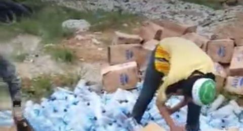 Boikot Produk Prancis, Ribuan Botol Aqua Diinjak-injak dan Dimusnahkan