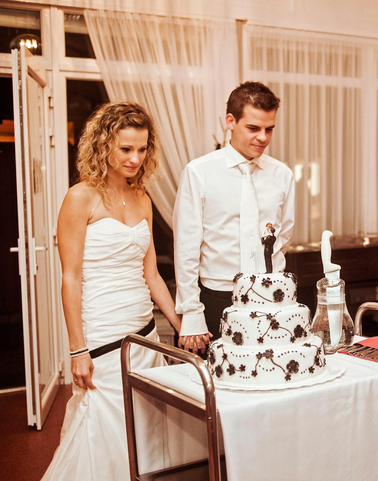 esküvői torta nászpár Adélka és Zozó: Torta és nászpár esküvői torta nászpár